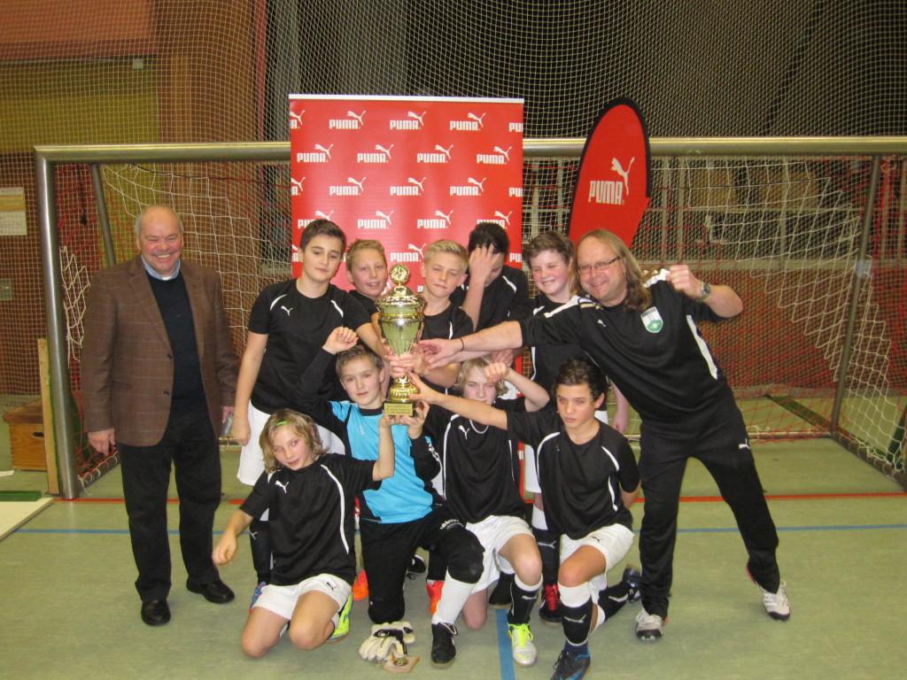 TVL U12 Hallen-Masters- Siegerbild1_St. HP mit Klaus Schlappner; Bild: TV Lampertheim